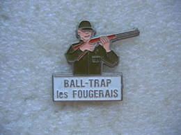 """Pin's Du Ball-Trap  """"Les Fougerais"""". Tir Au Fusil - Tir à L'Arc"""