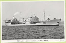 Bâtiment De Commandement   LA CHARENTE   / Photo Marius Bar, Toulon / Marine - Bateaux - Guerre - Militaire - Warships