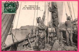 Trouville - La Manœuvre à Bord D'un Bateau De Pêche - Pêcheurs - Marin - Animée - Photo Edit. C. MALCUIT - 1909 - Trouville