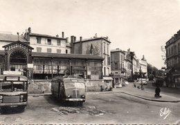 Bergerac - La Halle , La Gare Routière (autobus Anciens) - Bergerac