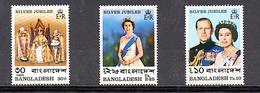 BANGLADESH 1977 N° 94 95 96 **(YT) ELISABETH II SERIE COMPLETE GOMME INTACTE AU DOS - Bangladesh