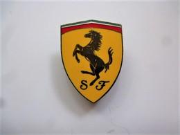 PINS AUTOMOBILE FERRARI LOGO Cheval Cabré  3 Cm X 2.2 Cm / Double Attache / 33NAT - Ferrari
