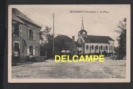 DD / 70 HAUTE SAÔNE / SENARGENT / LA PLACE , L' ÉGLISE ET LE CAFÉ RESTAURANT / BIÈRE DE SOCHAUX  / ANIMÉE - France