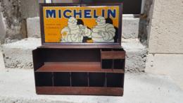 MICHELIN BOITE CODE PARADIS NECESSAIRE DE REPARATION EN TRES BON ETAT  BIBENDUM 1930 TOLE 40 X 21 X 12 CM - Boxes