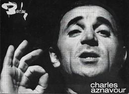 CHARLES AZNAVOUR. DISCOGRAPHIE AU VERSO. - Zangers En Musicus
