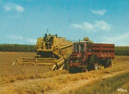 """MOISSONNEUSE-BATTEUSE Jaune,  TRACTEUR Rouge Et Remorque. """"Douce France"""" - Tracteurs"""