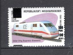 MADAGASCAR N° YVERT 1681AA  SURCHARGE NEUF SANS CHARNIERE COTE MICHEL 80.00€  TRAIN - Madagascar (1960-...)