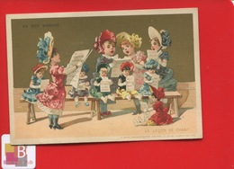 AU BON MARCHE  Paris  Chromo Sirven Lecon Chant Poupée Petites Filles Partition Dorée En Très Bel état - Au Bon Marché