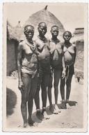 AFRIQUE.CAMEROUN . POUSS. TYPE MOUSGOUM. GROUPE De FEMMES SEINS NUS. - Non Classificati