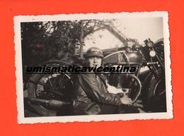Moto Triumph Sidecar Sydecar 1937 Hold Photo Giovane Donna Ragazza Con Casco Particolare Del Cambio Manuale - Automobili