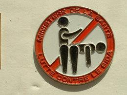 Pin's  LUTTE CONTRE LE SIDA - MINISTERE DE LA SANTE - Médical