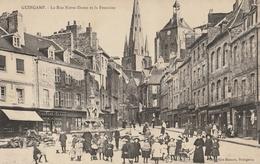 GUINGAMP  La Rue Notre Dame Et La Fontaine - Guingamp