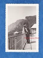Photo Ancienne Snapshot - LA GRAVE - Route Du Lautaret - 1930 - Isère Ecrins Oisans Homme Costume Garçon - Places
