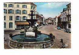88 Remiremont Fontaine Monumentale Des Dauphins  CPSM GF Edit Estel N°7369 Auto Voiture Citroen 2cv 2 Chevaux - Remiremont