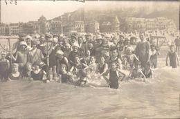 Photo Cpa Treport Groupe Maillot Bonnet Sur La Plage Swimsuit Bathing Cap 1900 D - Lieux