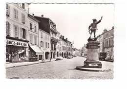 88 Remiremont Le Monument De La Victoire CPSM GF Edit Estel N°7356 Boutiques Commerces - Remiremont