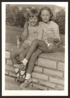 Children Two Cute Girl  Outside  Old Photo 8x11 Cm #28697 - Persone Anonimi