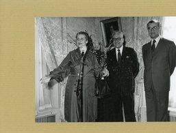 Photo Originale . à La Mémoire Du Maréchal  DE LATTRE DE TASSIGNY  Son épouse  YVON BOURGES Et Le Ministre - Guerre, Militaire