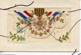 CPA .Carte à Système Brodée . Carte Patriotique . Drapeaux . Médaille Militaire. Bonne Année. - War 1914-18