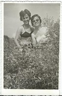 Photo - POSTCARD ( 13.5 Cm / 8.5 Cm ) Girls On The Beach .costume Da Bagno - Anonymous Persons