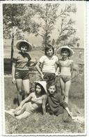 Photo - POSTCARD ( 13.5 Cm / 8.5 Cm ) Children On The Beach .costume Da Bagno - Anonieme Personen