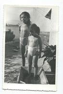 Photo - POSTCARD ( 14 Cm / 9 Cm ) Children On The Beach .costume Da Bagno. - Persone Anonimi