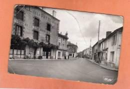 CPSM 14 X 9 * * GENCAY * * La Patte D'Oie (L'état Pas Terrible ) - Gencay