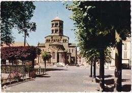 Issoire: CITROËN 2CV, CARAVAN, FIAT 1100-103  - L'Eglise St-Austremoine - (P.-de-D.) - Voitures De Tourisme