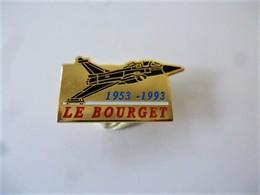 PINS Avion à Réaction LE BOURGET 1953 1993 Doré Signé TOM SERVICE/ 33NAT - Airplanes