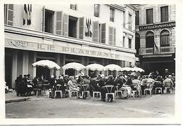 """16 ANGOULEME - PHOTO ORIGINALE 1939/45 - Café De Plaisance Animé Place Bouillaud à L'arriere """" à La Ville D'Angoulème """" - Other Municipalities"""