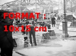 Reproduction D'une Photographie Ancienne Du Montage D'un Manège à La Foire Du Trône à Paris En 1935 - Repro's
