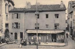 15-SAINT-FLOUR- LA PLACE DES METS ET LA CHAPELLE DES PENITENTS ( BOUCHERIE) - Saint Flour