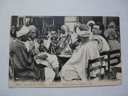 CPA ORAN - ALGERIE : Scènes Et Types - Un Café - Arabes Fumant Le Chibouk - Scene & Tipi