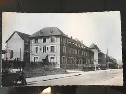 Hôtel De La Sucrerie Ham Animée Homme Poussant Une Voiture Vers 1960 - Ham