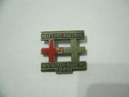 Pin Badge Croce Rossa Red Cross Croix Rouge 1940 HELFT UNS AIUTATECI AIDEZ NOUS - Gettoni E Medaglie