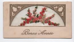 Carte De Voeux/ BONNE ANNEE/ Composition Florale  En Tissu/ Brodée Sur Tulle/Renée SABOURDIN/vers 1930     CVE149 - Neujahr
