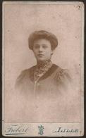 Old Photo (10,5cmx6,3cm) Old Photograph Of Woman - Frobert Photographie Au Charbon - France Lille - Photo Ancienne Femme - Photos