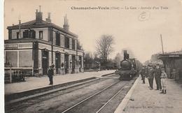 60 Chaumont En Vexin. La Gare, Arrivée D'un Train - Chaumont En Vexin
