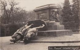 Bu - Carte Photo METZ - Monument Guillaume I Renversé - Metz