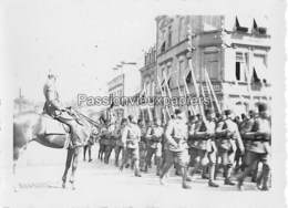 PHOTO SARRALBE 1933/34 ?  RUE NAPOLEON) DEFILE MILITAIRE EUG. BADO - Sarralbe