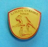 1 PIN'S  //    ** ENTENTE GYMNIQUE / NIMES / OCCITANIE ** . (C.L.) - Gymnastique