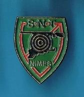 1 PIN'S  //    ** S.N.T. NIMES / OCCITANIE ** . (C.L.) - Tir à L'Arc