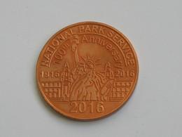 Médaille USA - National Park Service -Statue Of Liberty 1886-2016- Clebrating 130 Yrs  **** EN ACHAT IMMEDIAT *** - Professionnels / De Société