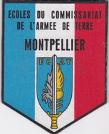 T 8)  Écusson Tissu Militaire Ou Autre (Format  9 X 7) - Scudetti In Tela