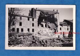 Photo Ancienne D'un Soldat Américain - CHATEAU SALINS ( Moselle ) - Immeuble Bombardé - Avril 1945 - WW2 US Army - Guerre, Militaire