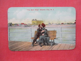 """ The Soul Kiss"" New Jersey > Atlantic City>>  Ref 3453 - Atlantic City"