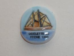Pin's FEVE, GOELETTE DE PECHE DE 1900 - Bateaux