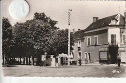 18 - Très Belle Carte Postale Semi Moderne De LES AIX D'ANGUILLON  Place Nationale - Les Aix-d'Angillon