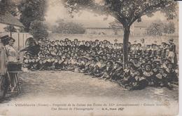 Villeblevin Propiété De La Caisse Des Ecoles Du XIIè Colononie Scolaire Une Séance De Phonographe - Villeblevin