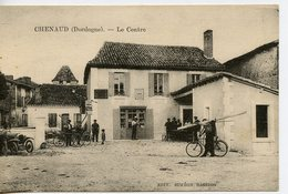 1353. CPA 24  CHENAUD. LE CENTRE - France